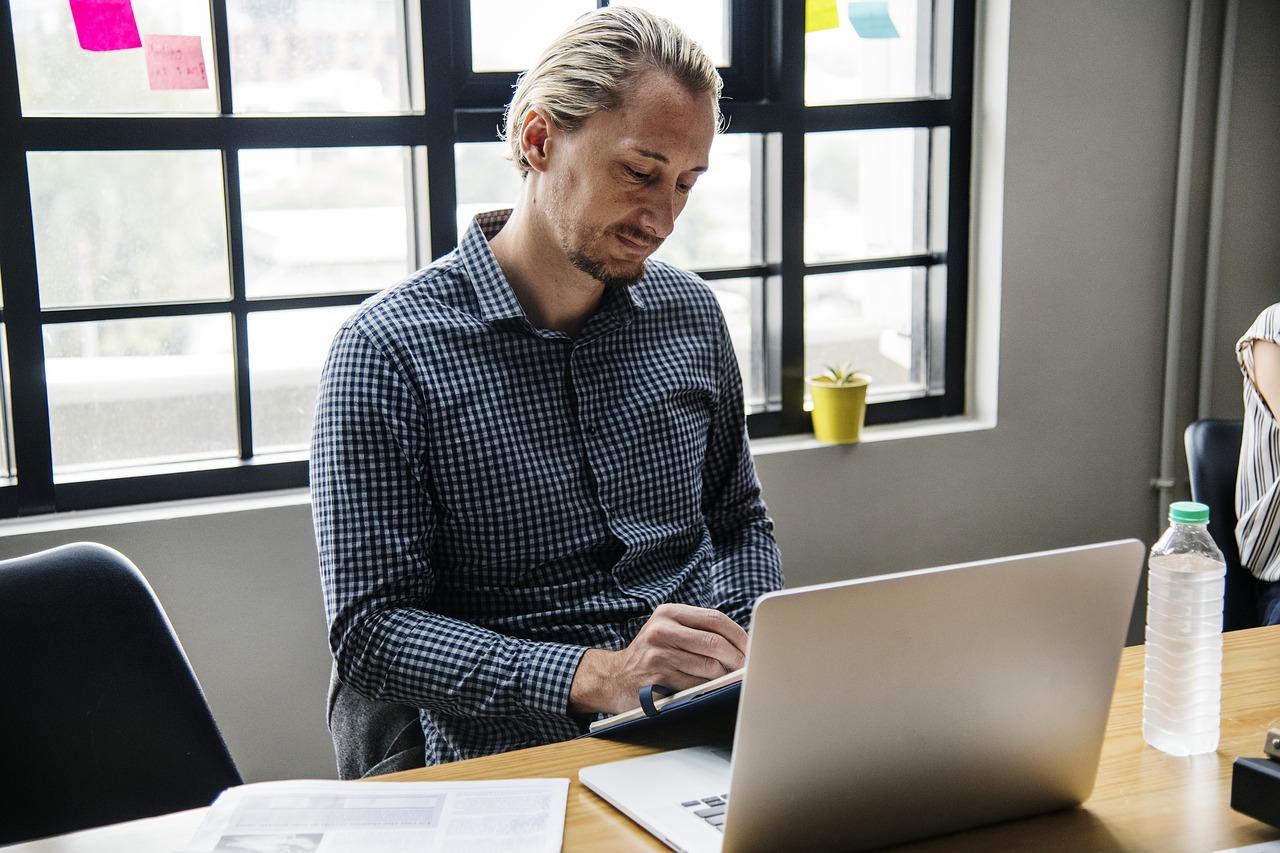 Wersja domowa naszego laptopa przeznaczona będzie przede wszystkim do wyświetlania multimediów w wysokiej rozdzielczości (filmy wideo), jak również do grania