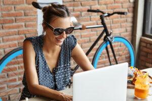 HP ZBook Studio G7 to bez wątpienia prestiżowy model, który świetnie się sprawdza w pracy freelancerów, korporacjach i biurze